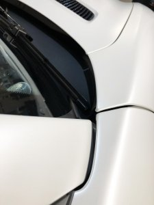 perfectly finished corners of a car vinyl wrap