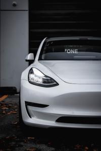 Tesla 3 gloss chromedelete